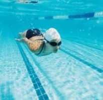 Бассейн и сухая кожа – плавание без последствий. Уход за кожей после бассейна