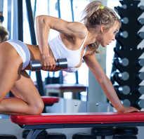 Действенные упражнения для похудения живота и боков с гантелями для мужчин. Тяга гантелей стоя в наклоне. Упражнения с гантелями для похудения бедер