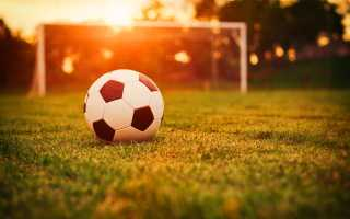 Как научится набивать мяч на двух ногах. Учимся чеканить и делать финты с мячом